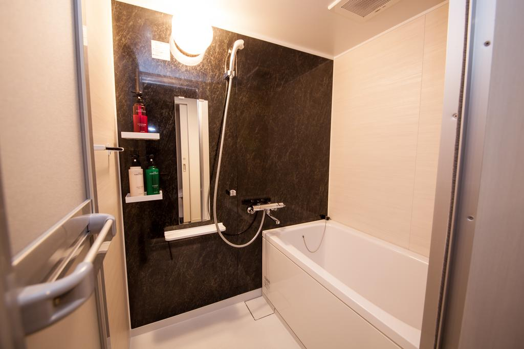 Deluxe Twin Bathroom